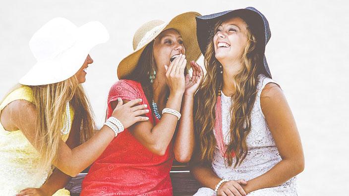 笑う女性イメージ