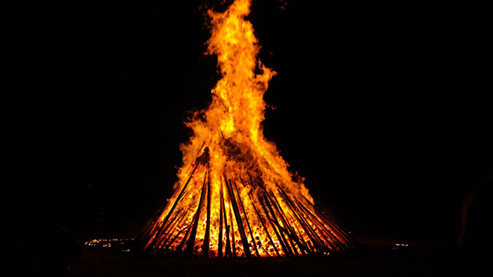夏至の焚き火イメージ