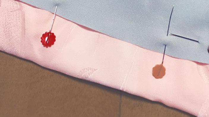 布とマチ針イメージ
