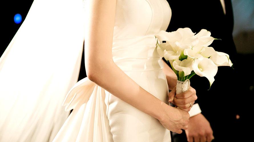 純白のウェディングドレスとベールの意味<br/ >-定番の花嫁衣装の由来や起源とは?
