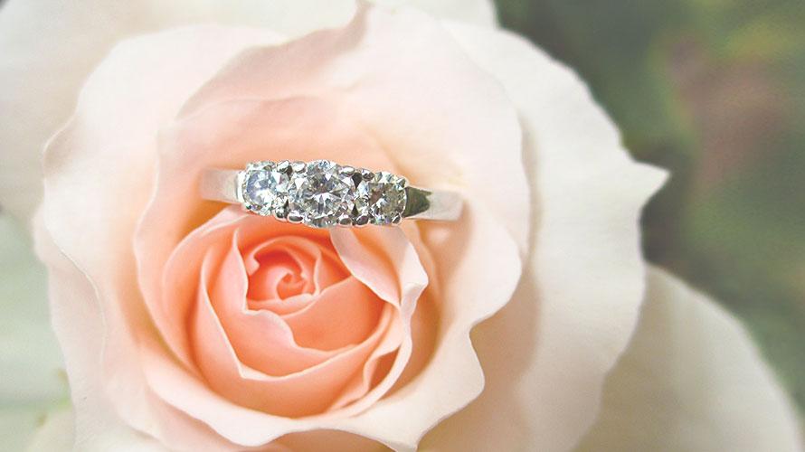婚約指輪(エンゲージリング)の起源と由来についての記事イメージ(アイキャッチ用)