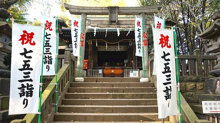 神社と七五三詣りイメージ