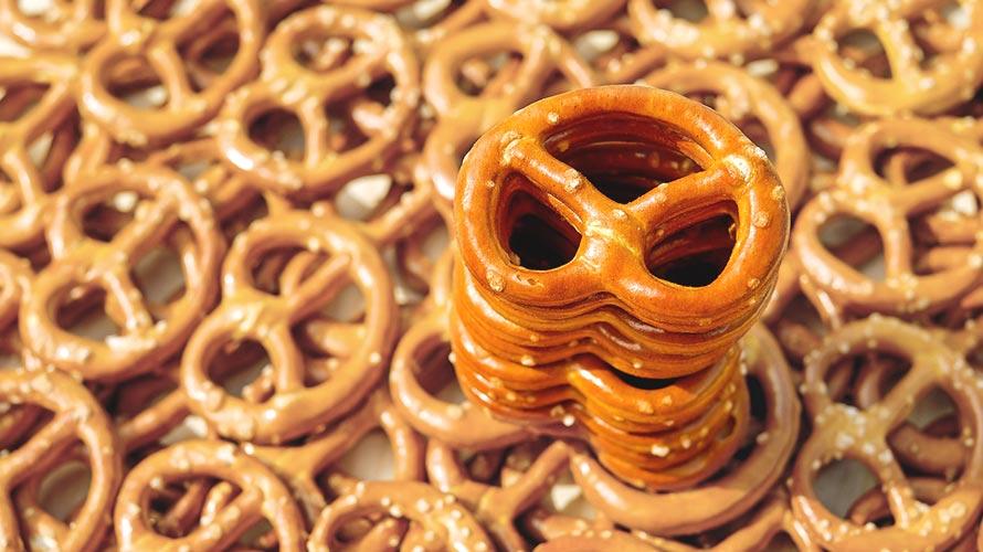 プレッツェルはドイツ発祥のパン? 菓子?<br />-プレッツェルの種類・起源説を解説
